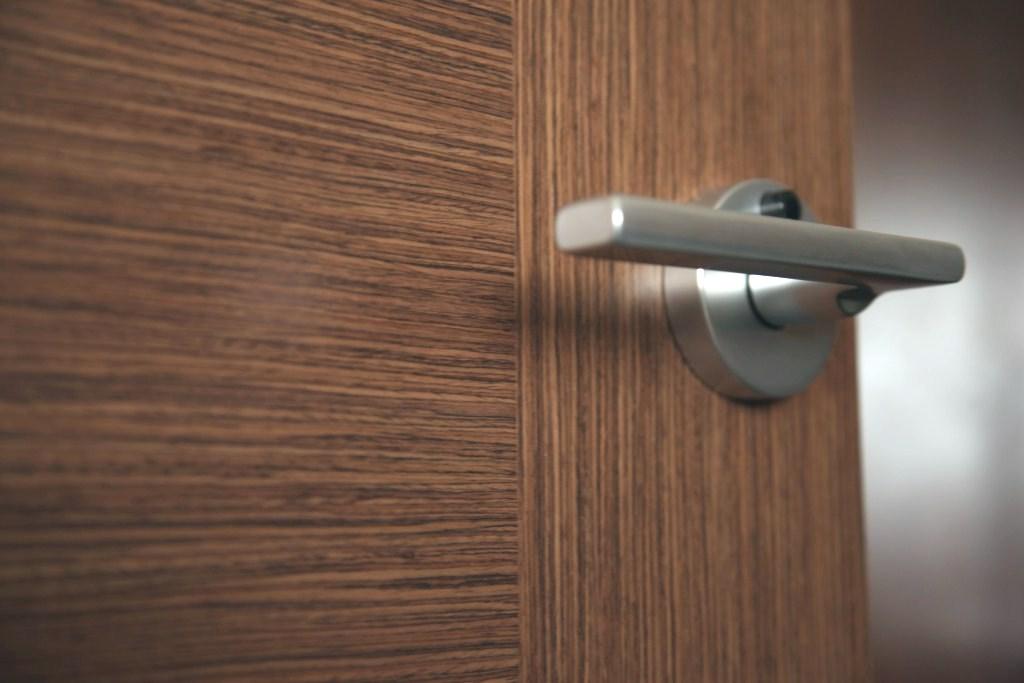 о дверных ручках для межкомнатных дверей